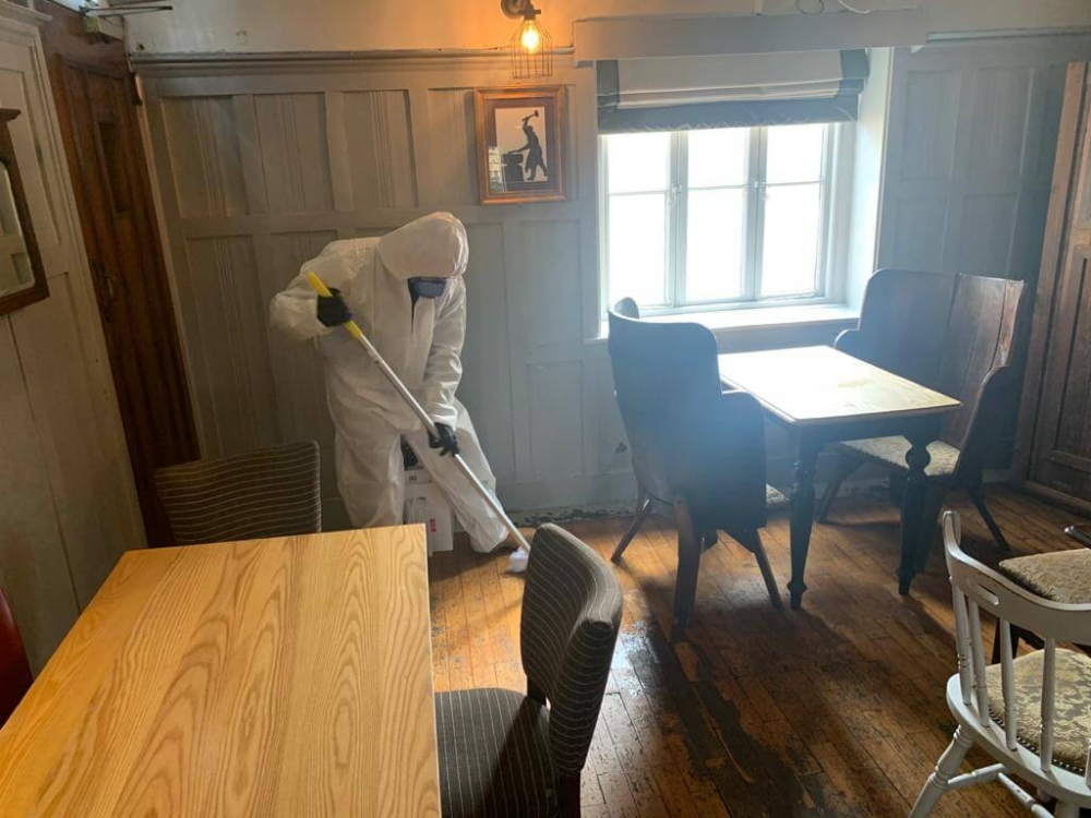 just spray team deep cleaning pub