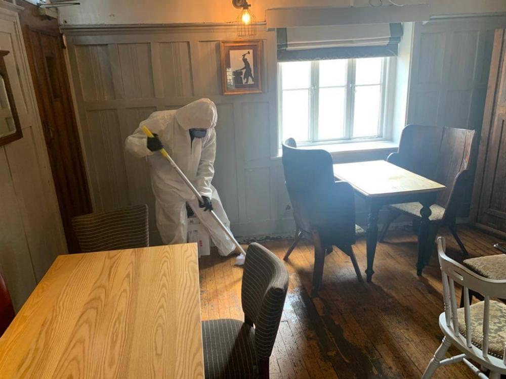 just spray team deep cleaning pub